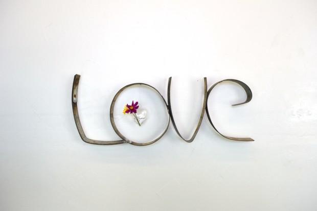 158_5459665d4ecaa_0_1415145053_love-sign-5